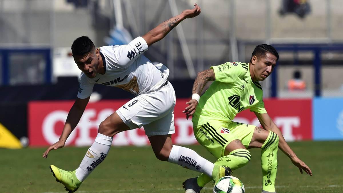 Felipe Mora ante Atlas