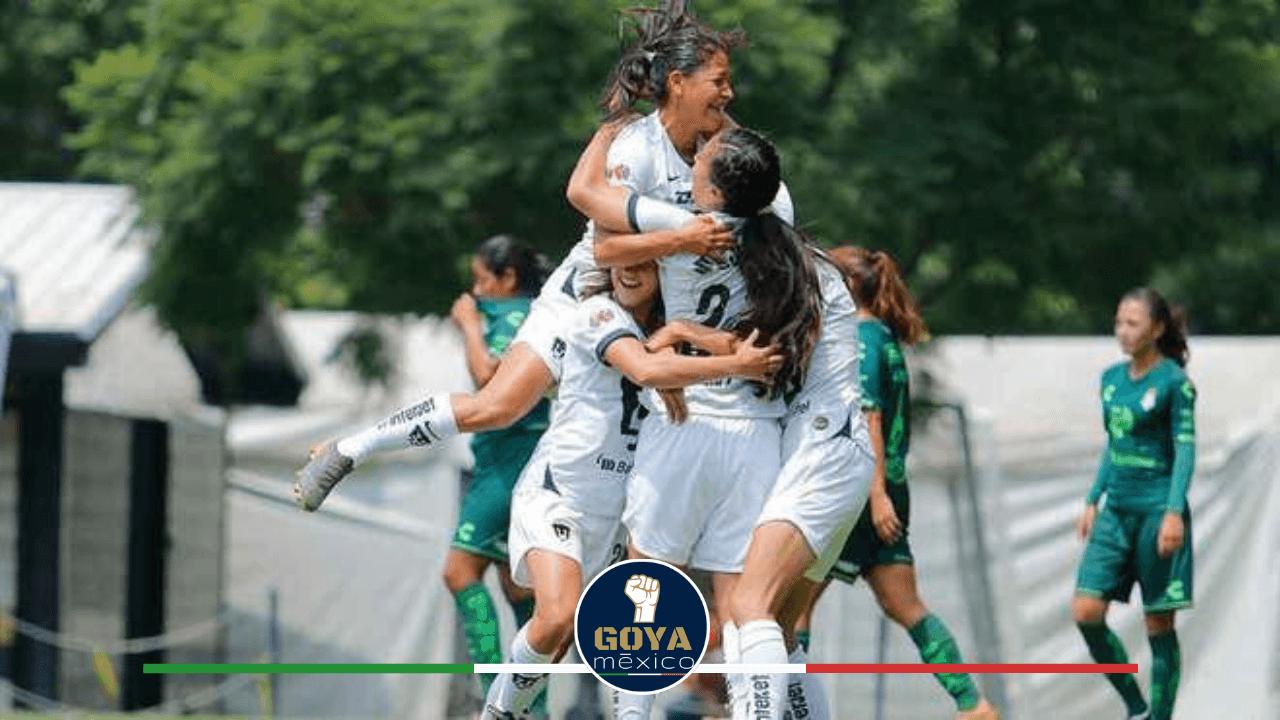 Pumas Femenil celebrando los goles.