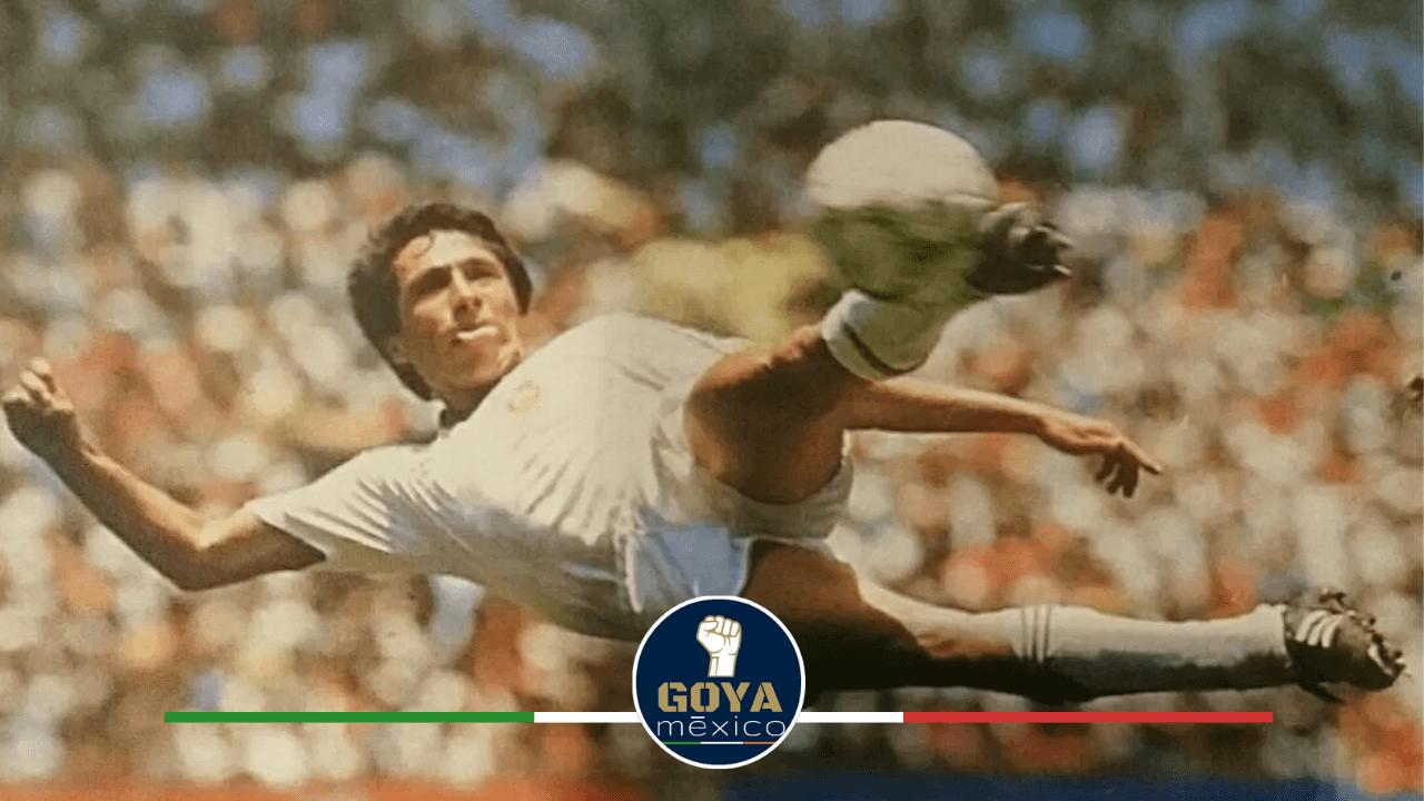 Manuel Negrete, Canterano Puma, hizo el gol más bello de los mundiales.