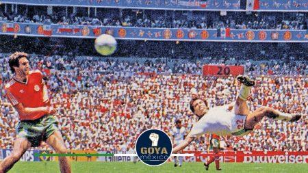 Manuel Negrete cumple 34 años del mejor gol en la historia de Copas del Mundo.